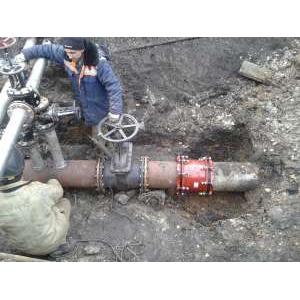Соединение стальных и чугунных труб DN300 с большой разницей по наружным диаметрам